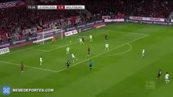 Enlace a GIF: Golazo de Chicharito despues de fecha FIFA vs Wolfsburg