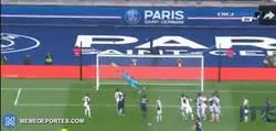 Enlace a GIF: El Golazo de Zlatan de Tiro Libre ante el NIce