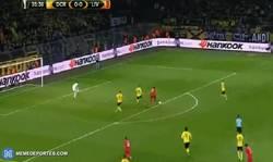 Enlace a GIF: ¡Goooool de Origi que adelanta al Liverpool frente al BVB!