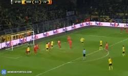 Enlace a GIF: Gooool de Hummels que empata el partido
