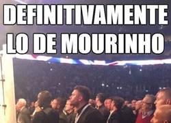 Enlace a Mourinho viendo una pelea de boxeo