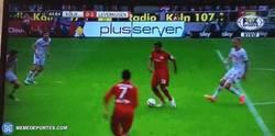 Enlace a GIF: ¡Gol de Chicharito! Que se vuelve a reencontrar con el gol ante el Koln