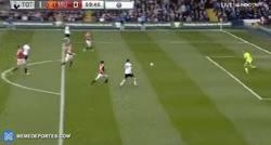 Enlace a GIF: Gooool de Ali, a pase de Kane