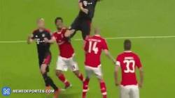 Enlace a GIF: ¡GOL DE MÜLLER! El Bayern Munich remonta el partido y sentencia la eliminatoria ante Benfica