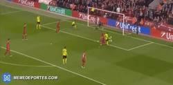 Enlace a GIF: Gol de MKHITARYAN ante el Liverpool