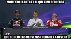 Enlace a Momento exacto en el que Kimi recuerda que se dejó las cervezas fuera de la nevera