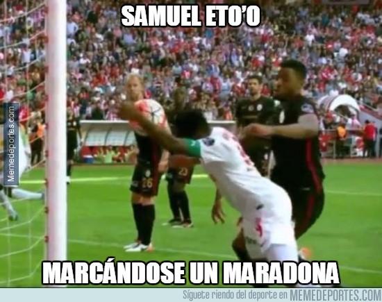 840464 - Samuel Eto'o marcándose un Maradona en Turquía