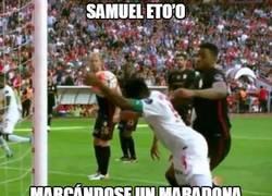 Enlace a Samuel Eto'o marcándose un Maradona en Turquía