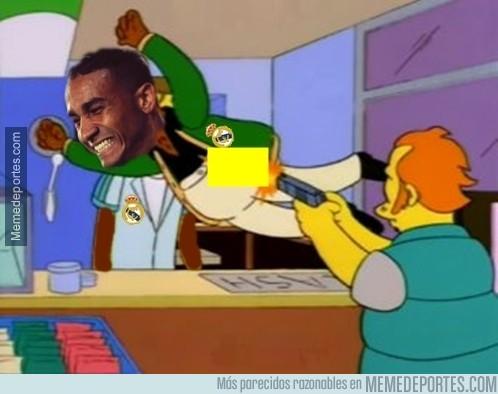 843392 - Danilo salvando de la primera amarilla a Casemiro