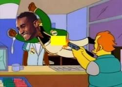 Enlace a Danilo salvando de la primera amarilla a Casemiro