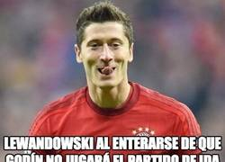 Enlace a Lewandowski sonríe