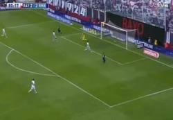 Enlace a GIF: Gol de Bale que completa la remontada en Vallecas