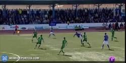 Enlace a GIF: El GOLAZO de Javi Gómez (UD Socuéllamos) de chilena para ganar al Toledo. ¿El gol del año?