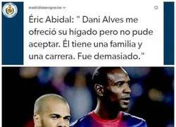 Enlace a Y luego dicen que Alves es mala persona...
