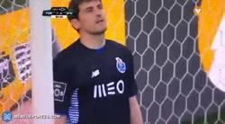 Enlace a GIF: Otra cantada de Casillas, seguimos contando...