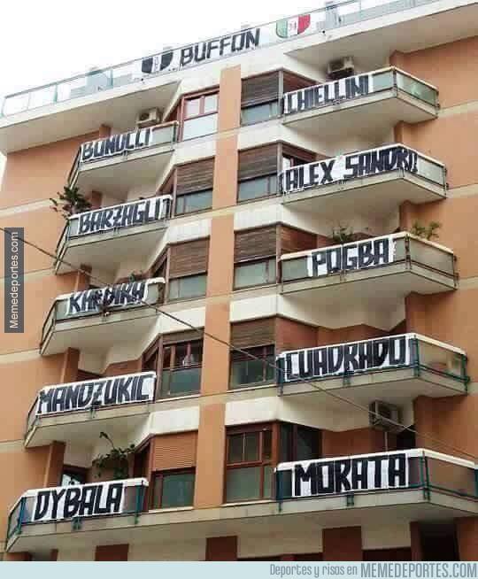848190 - En este edificio son muy de la Juventus