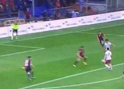 Enlace a GIF: Tiki-taka capitalino. El Shaarawy, Perotti y Salah armaron un jugadón para el 0-1 ante Genoa