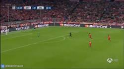 Enlace a GIF: Gol de Griezmann que adelanta al Atleti. La jugada empieza en un posible fuera de juego