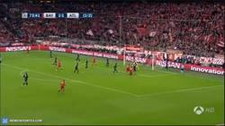 Enlace a GIF: Goooooool de Lewandowski. ¡Al Bayern le falta 1 gol!
