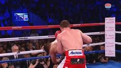 Enlace a GIF: Con este impresionante KO, Canelo Álvarez mantiene su título mundial de peso medio