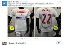 Enlace a JAJAJAJAJA la respuesta de Krychowiak con la camiseta de la Copa