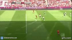 Enlace a GIF: Así fue el gol 30 histórico de Lewandowski ante el Hannover