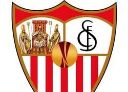 Enlace a Sevilla presenta su nuevo escudo para la próxima temporada
