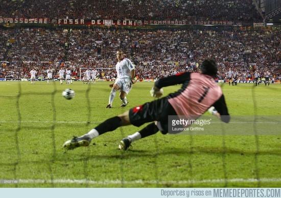 862280 - La final Juventus - Milan de Champions League cumple mañana 13 años
