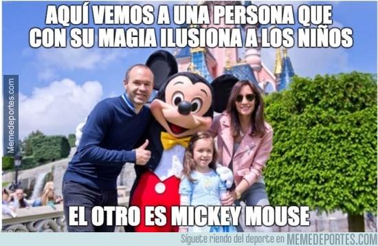 862722 - Andrés Iniesta, ese gran jugador que ilusiona más que Mickey Mouse