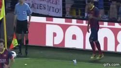 Enlace a Sin duda uno de los momentos más recordados de Dani Alves con el Barcelona #TodosSomosSimios