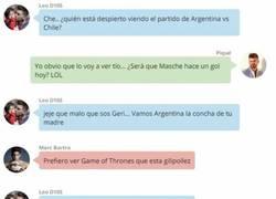 Enlace a La conversación privada de Whatsapp entre Messi y sus amigos del Barça durante el Argentina - Chile
