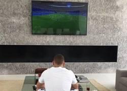 Enlace a Se nota triste a Benzema...