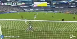Enlace a GIF: El tercer gol de Argentina. Gol de Messi que iguala a Batistuta con 54 goles