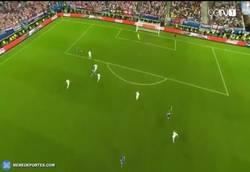 Enlace a GIF: Gooooool de Perišić que pone a España segunda de grupo en la Eurocopa