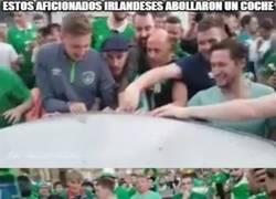 Enlace a Enorme gesto de estos aficionados irlandeses tras liarla