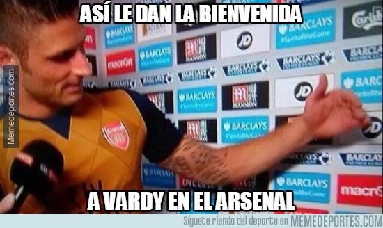 879893 - Así le dan la bienvenida a Vardy en el Arsenal