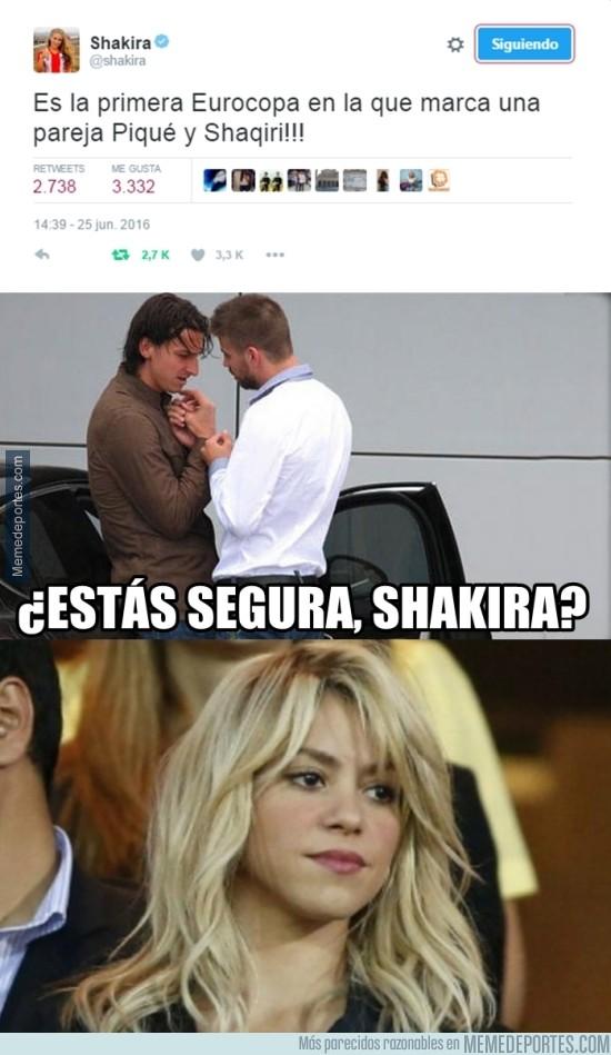 880348 - Shakira y sus tuits...
