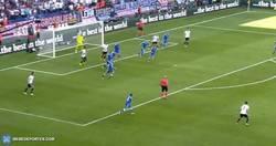 Enlace a GIF: Atención al golazo que ha metido Boateng frente a Eslovaquia
