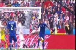 Enlace a GIF: El primer paradón serio que hace De Gea esta Eurocopa