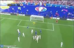 Enlace a GIF: Así ha sido el gol de Italia, tras tanto intentarlo al final lo ha conseguido