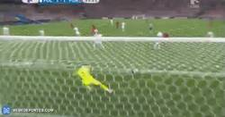 Enlace a GIF: Ojo al zapatazo de Renato Sanches para empatar el partido
