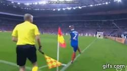 Enlace a GIF: Gol de Pogba imitando al bicho, Francia dejando K.O a Islandia en 20 minutos