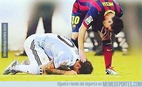 886394 - Una foto que resume la carrera futbolística de Messi