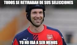 Enlace a Petr Cech abandona la selección