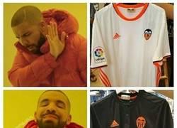 Enlace a La segunda equipación del Valencia es espectacular