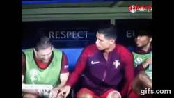 Enlace a GIF: Lo que las cámaras no sacaron: Cristiano intentando lesionar a sus compañeros