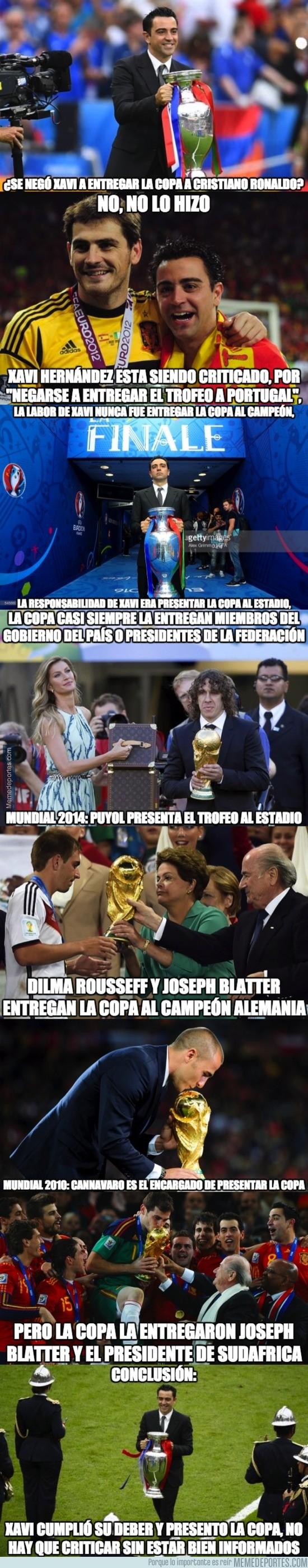 889198 - ¿Son lógicas las criticas a Xavi Hernández por no querer dar la copa a Cristiano?