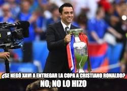 Enlace a ¿Son lógicas las criticas a Xavi Hernández por no querer dar la copa a Cristiano?