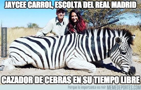 889813 - La foto que va a crear mucha polémica de un jugador del Real Madrid cazando una cebra