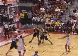 Enlace a GIF: La nueva manera de lanzar tiros libres en la Liga de Verano de la NBA